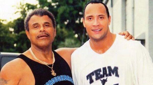 Роки Джонсон (слева) и Дуэйн Джонсон