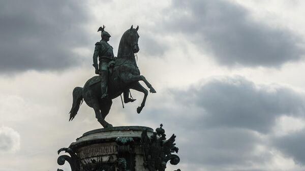 Памятник Николаю I на Исаакиевской площади в Санкт-Петербурге