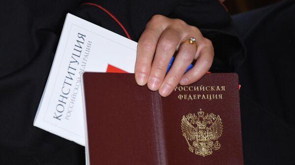 Паспорт гражданина РФ и Конституция РФ