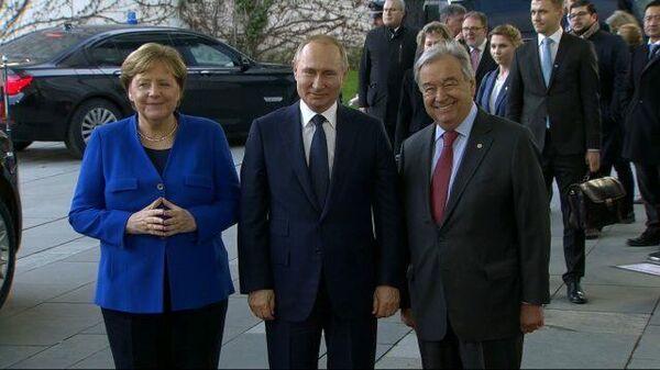 Он с тобой говорит по-русски? — Меркель спросила у Путина про Антониу Гутерреша
