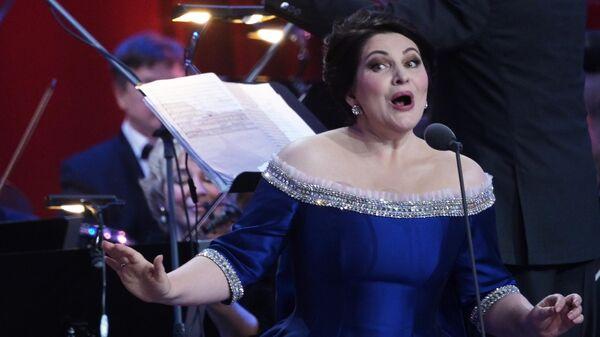 Оперная певица Хибла Герзмава выступает на своем юбилейном концерте в Государственном Кремлевском дворце