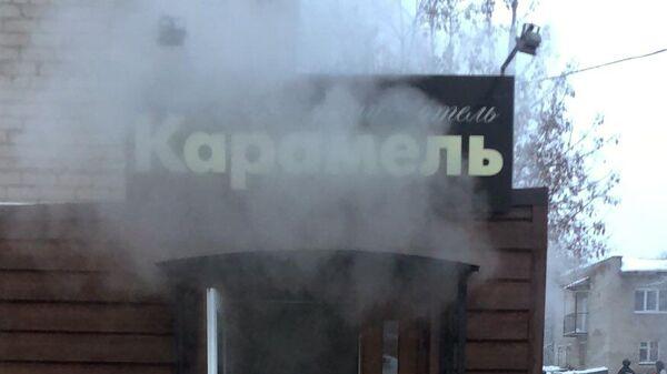 Вход в мини-отель Карамель в Перми, в котором в результате прорыва трубы с кипятком погибло пять человек