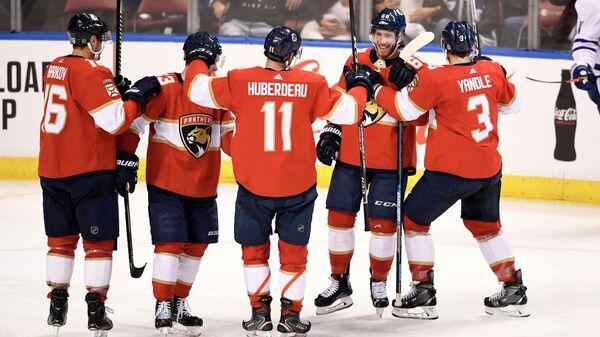 Хоккеисты Флориды Пантерз в матче НХЛ против Торонто Мейпл Лифс