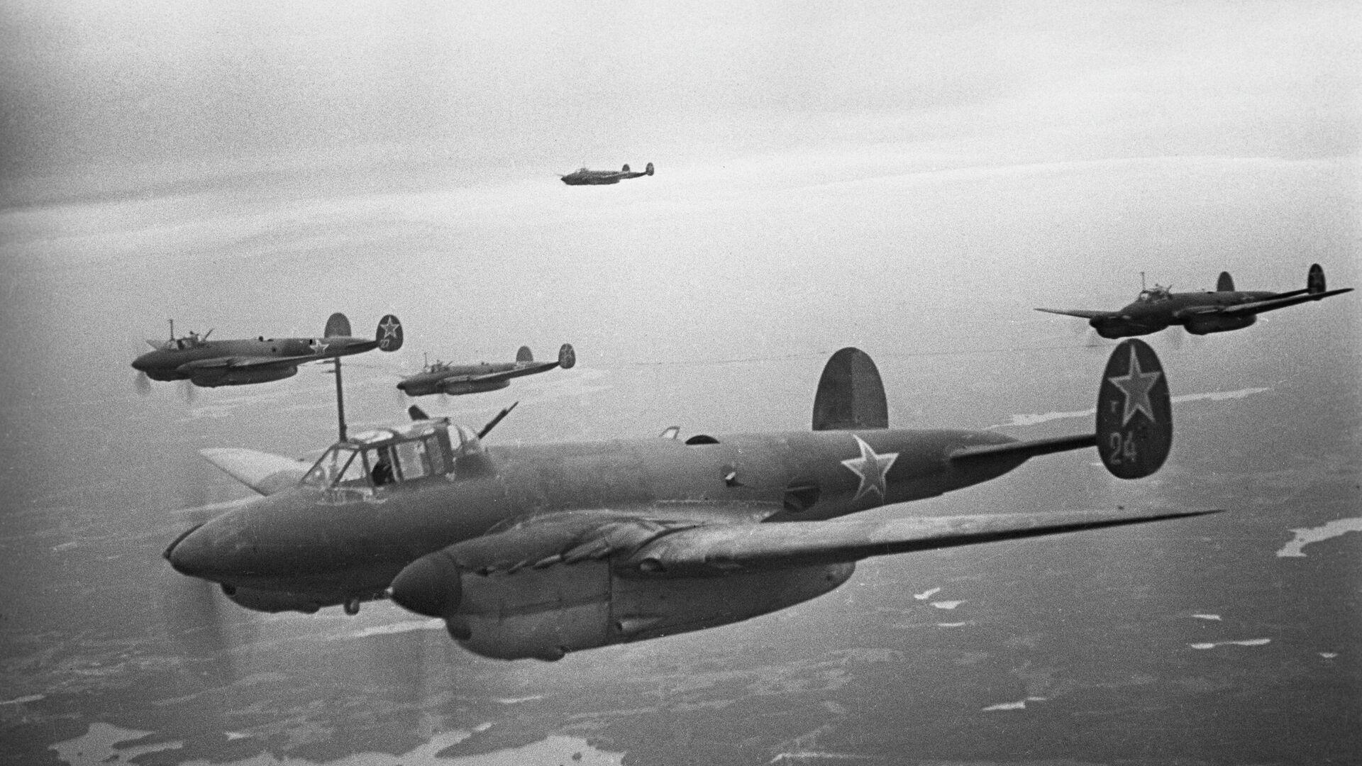 Бомбардировщики 14-й воздушной Армия поддерживают войска Волховского фронта при прорыве блокады Ленинграда - РИА Новости, 1920, 11.05.2021