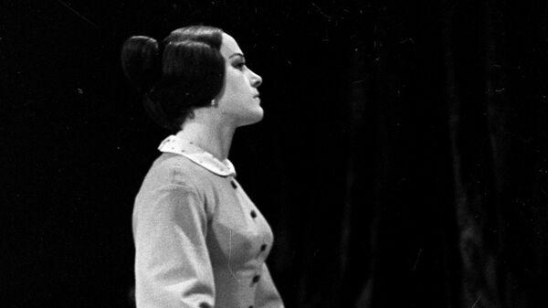 Валентина Талызина в роли Зинаиды в спектакле Дядюшкин сон по пьесе Ф.М.Достоевского в постановке Государственного Академического театра имени Моссовета.