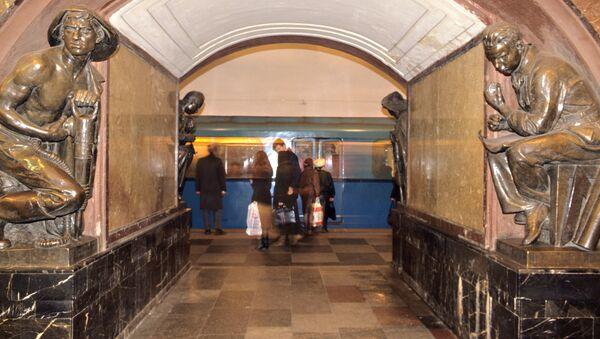 Станция московского метро Площадь революции. Архив