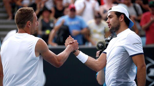 Теннисисты Теннис Сандгрен и Маттео Берреттини после матча второго раунда Australian Open