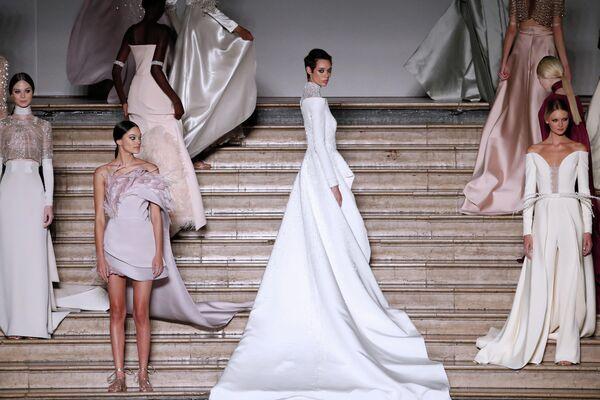 Модели во время показа Antonio Grimaldi в Париже