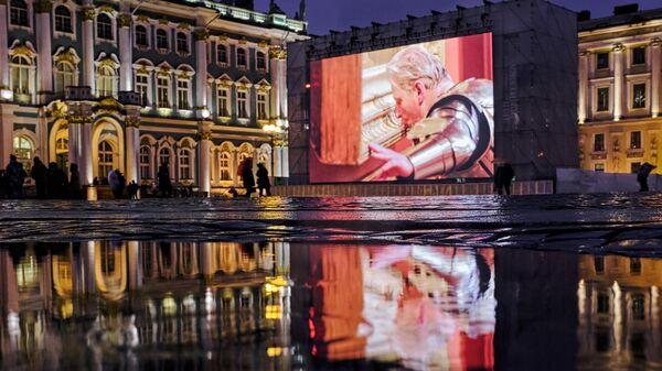 Видео-перформанс Любовь - высшая сила Яна Фабра на Дворцовой площади