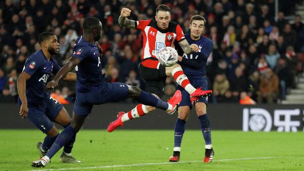 Soccer Football - FA Cup Fourth Round - Southampton v Tottenham Hotspur - St Mary's Stadium, Southampton, Britain - January 25, 2020  Southampton's Danny Ings shoots at goal           REUTERS/Peter Nicholls
