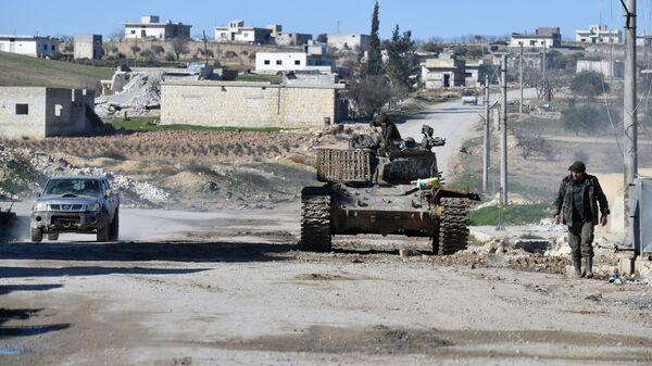 Военные Сирийской арабской армии в освобожденном от боевиков населенном пункте ад-Дейр аш-Шаркий в Сирии