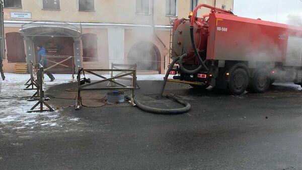 Ремонтные работы по устранению дефекта на теплотрассе на Казанской улице в Кирове