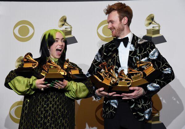 Билли Эйлиш и Финнеас О'Коннелл на церемонии вручения премии Грэмми в Лос-Анджелесе