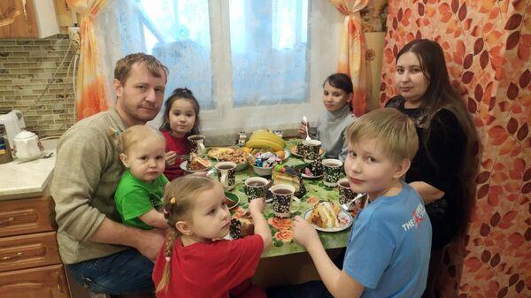 Праздничный стол в семье Коноваловых