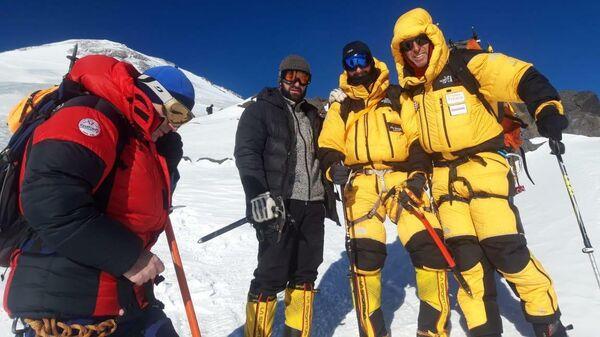 Альпинисты из Греции, запросившие помощь во время восхождения на Эльбрус