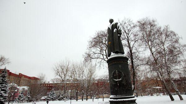 Бронзовый памятник Ф.Э. Дзержинскому. Автор-скульптор Евгений Вучетич