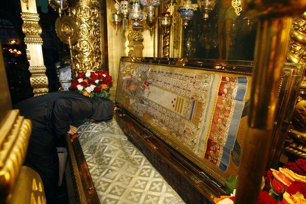 Подготовка к погребению Алексия II