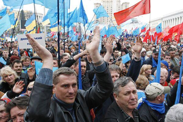 Партия регионов проводит акцию протеста под названием Скажи кризису Стоп!