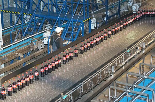 На заводе «Кока-Кола». Архив