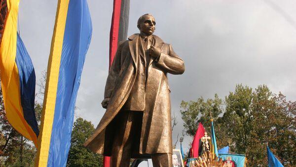 Памятник Бандере во Львове. Архив