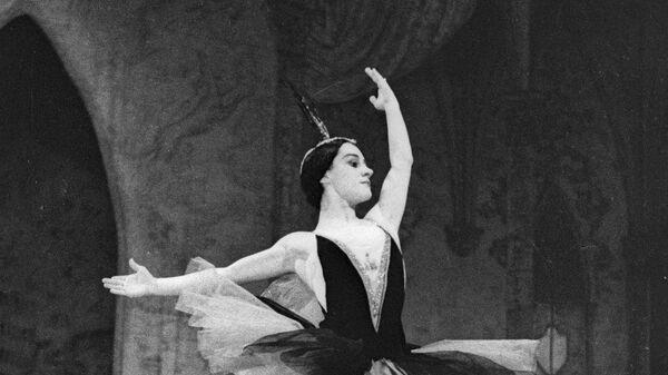 Ольга Лепешинская в балете «Лебединое озеро»