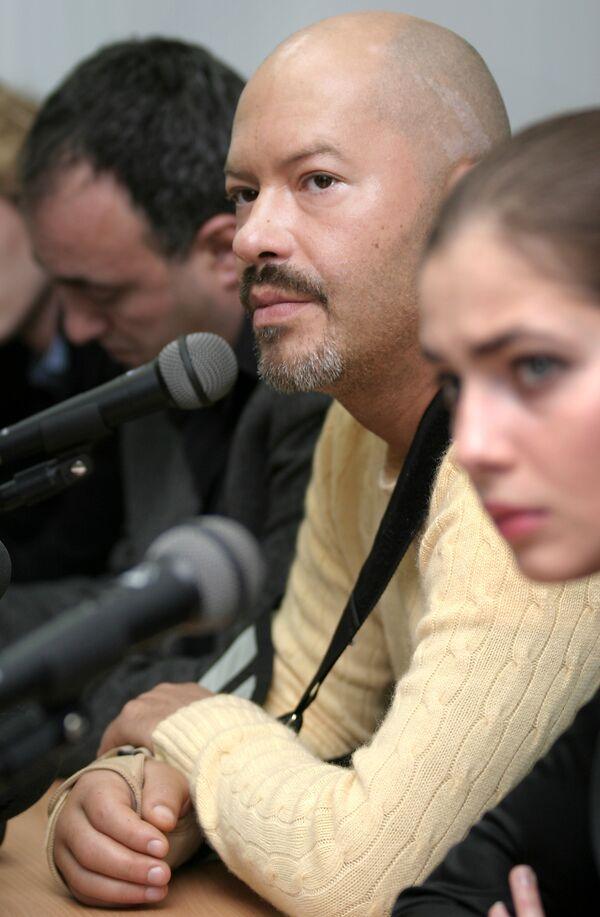 Федор Бондарчук на пресс-конференции, посвященной премьере фильма Обитаемый остров