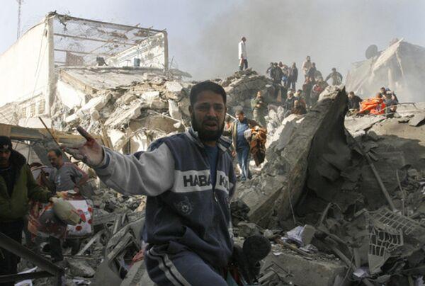 Разрушенные после авиаударов израильских ВВС здания тюремного комплекса А-Сарайя