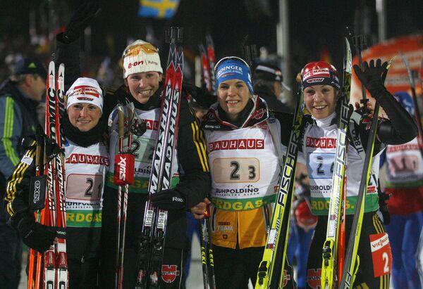 Пьедестал женской эстафеты пятого этапа Кубка мира по биатлону: Андреа Хенкель, Кати Вильхельм, Катрин Хитцер, Магдалена Нойнер (слева направо)
