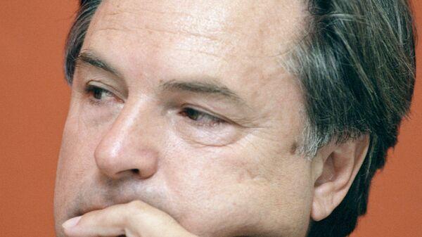 Родион Нахапетов во время пресс-конференции
