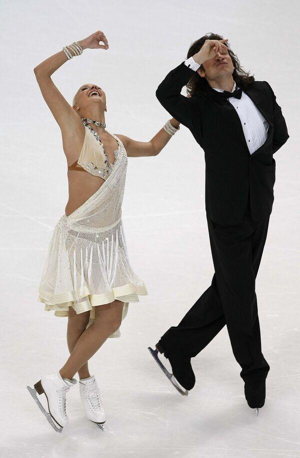 Оксана Домнина и Максим Шабалин во время исполнения обязательного танца на ЧЕ по фигурному катанию
