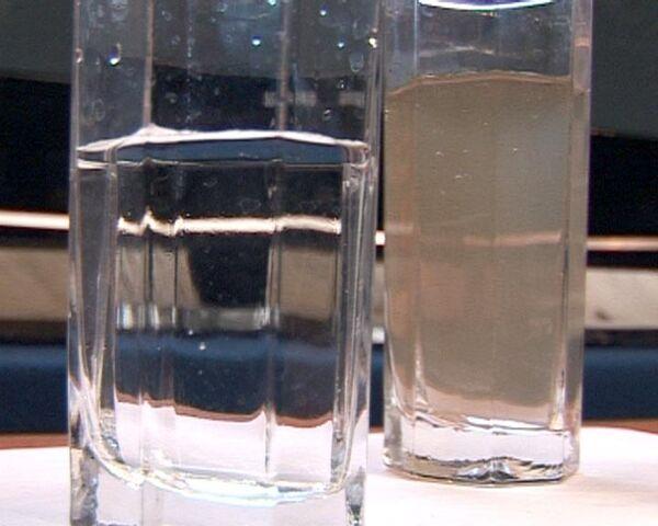 Очистил от нефти и выпил. Грызлов демонстрирует российские технологии