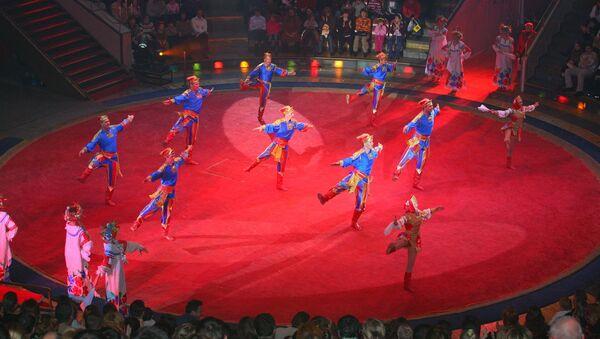 Артистам в цирке Никулина раздали призовых Слонов