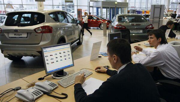 Продажи легковых машин в РФ в I квартале упали на 25%, до 293 тыс