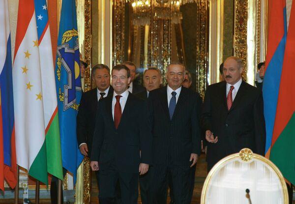Президент РФ Д.Медведев перед началом внеочередной сессии Совета коллективной безопасности ОДКБ