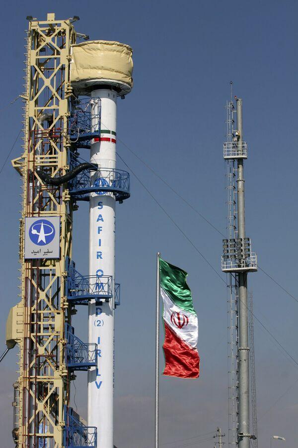 Ракетоноситель с иранским спутником Омид на стартовой площадке