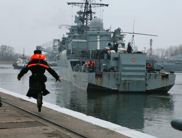Сторожевой корабль (СКР) Балтийского флота Неустрашимый, принимавший участие в операции по противодействию пиратам в Аденском заливе, вернулся из дальнего похода