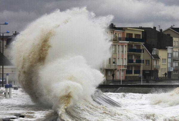 Шторм Ида вновь набрал силу урагана в Карибском бассейне