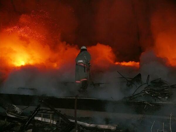 Пожар на МКАДе на северо-востоке Москвы, где перевернулся бензовоз, ликвидирован - МЧС