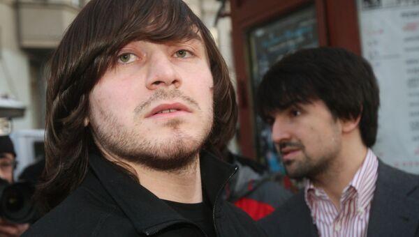 Адвокат Мурат Мусаев и обвиняемый Джабраил Махмудов