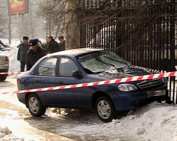 Автомобиль врезался в остановку общественного транспорта