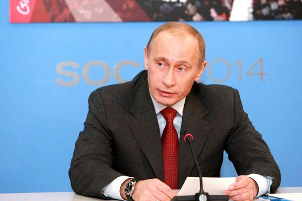Премьер-министр РФ Владимир Путин в Едином Информационном Центре