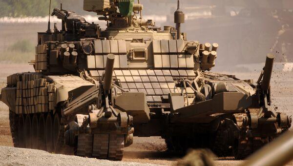 Военная инженерная техника БМР-3М с колейным минным тралом КМТ-7