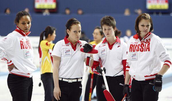 Женская сборная России по керлингу: Нкирука Езех, Екатерина Галкина, Ольга Жаркова и Марагрита Фомина (слева направо)