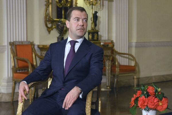 Медведев советует советские учебники желающим ввести госрегулирование