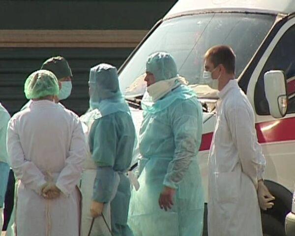 53 человек из поезда Благовещенск - Москва отвезли в больницу Кирова