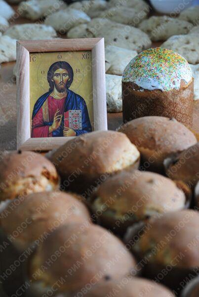 Изготовление куличей в пекарне Свято-Данилова монастыря