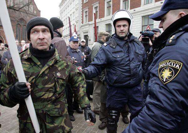 Полиция Латвии на митинге. Архив