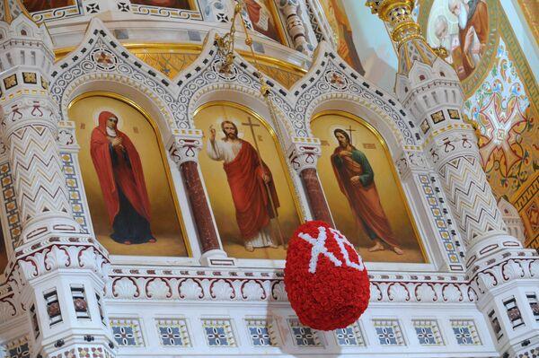 Пасхальное богослужение в Храме Христа Спасителя в Москве. Архив