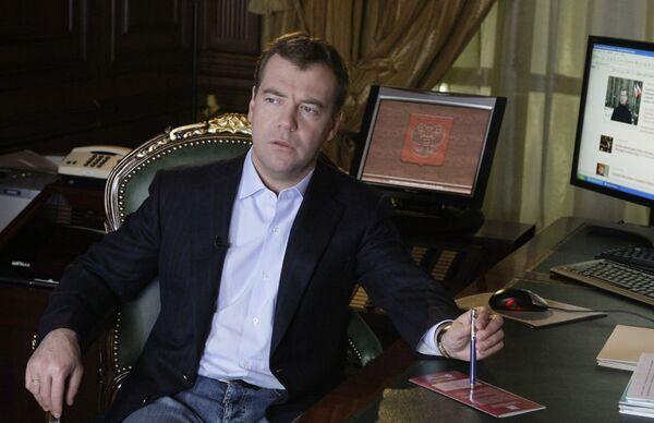 Медведев нашел стиль руководства, но многому помешала война на Кавказе