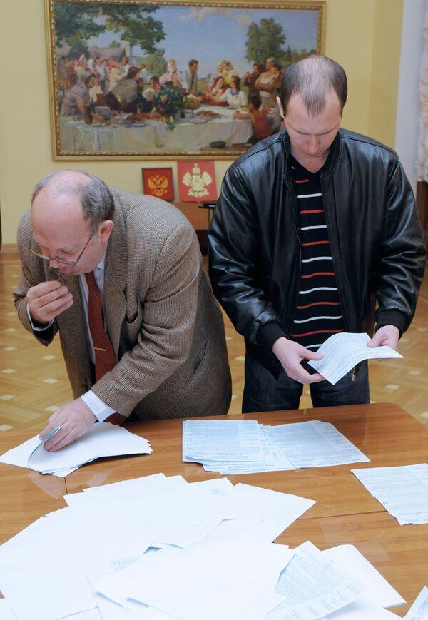 Подсчет голосов на одном из избирательных участков города Сочи